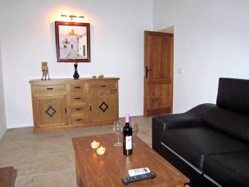 Wohnzimmer mit Klimaanlage und Internet W-LAN