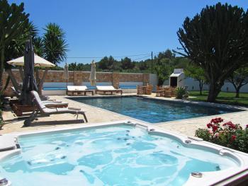 Finca mit Pool und Jacuzzi bei Sant Rafael