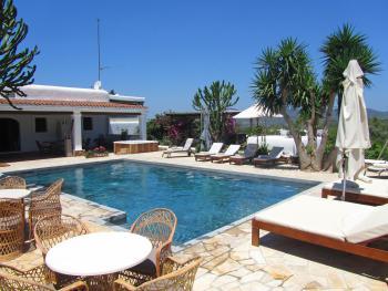 Ibiza Finca mit Pool für 8- 10 Personen